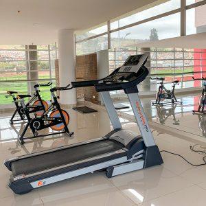 Maquinas deportivas e implementos del gimnasio en Ciudad Hayuelos Santiago de Tunja