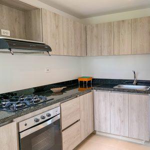 Vista interior de la cocina de uno de los apartamentos en Ciudad Hayuelos Santiago de Tunja